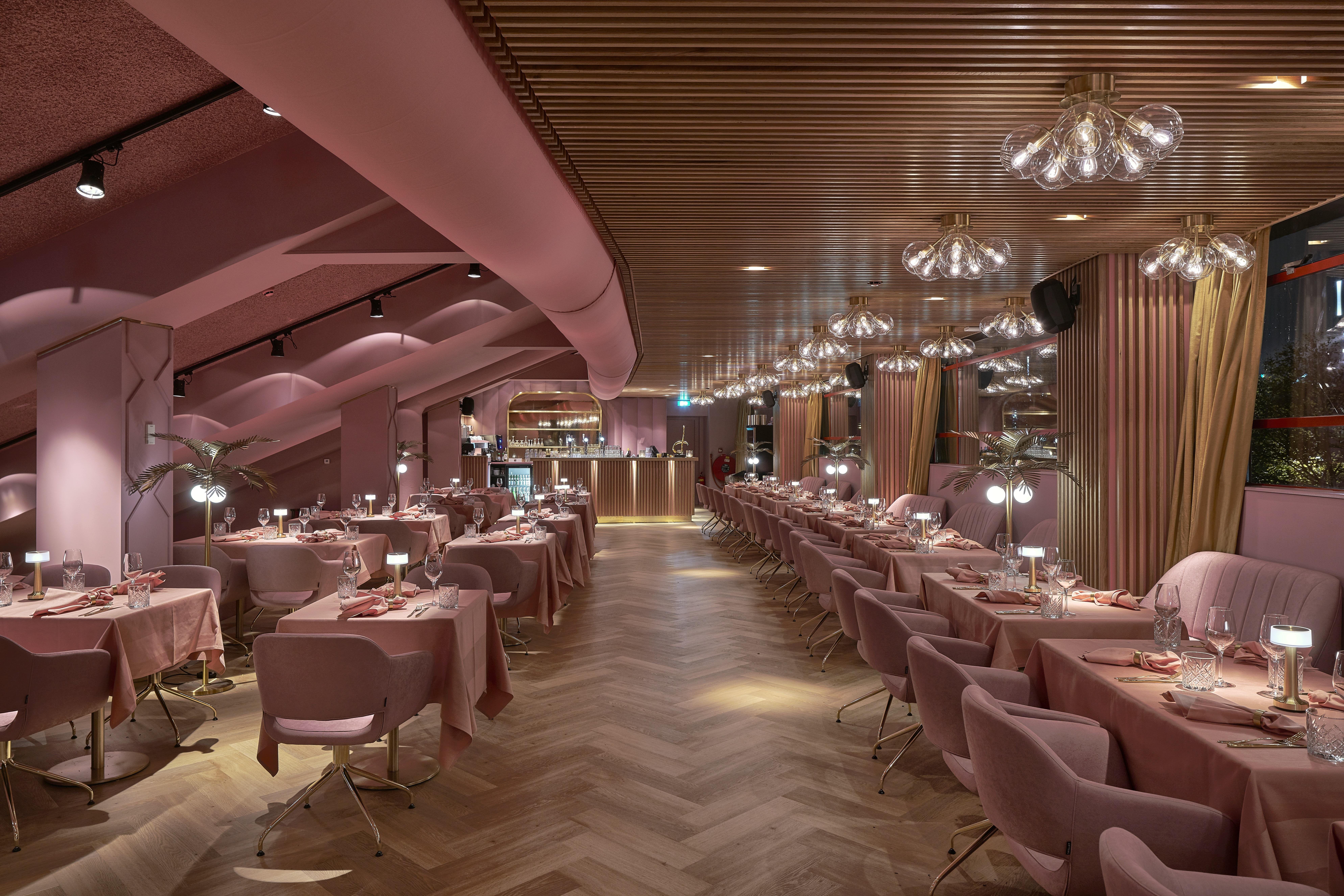 Roze restaurant MaMa Kelly in Amsterdam, Olympisch Stadion
