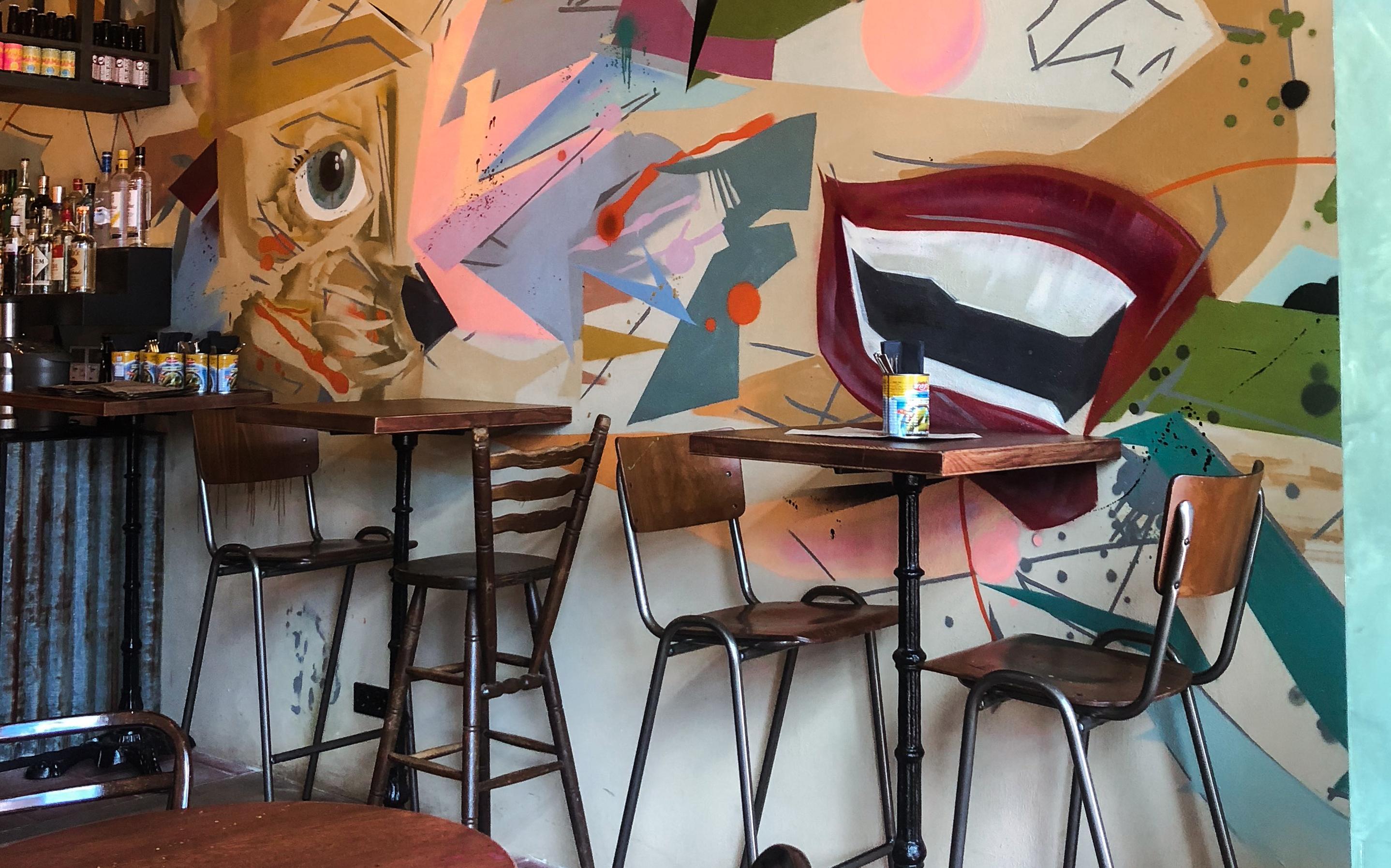 Israëlisch restaurant BARDAK in De Pijp in Amsterdam