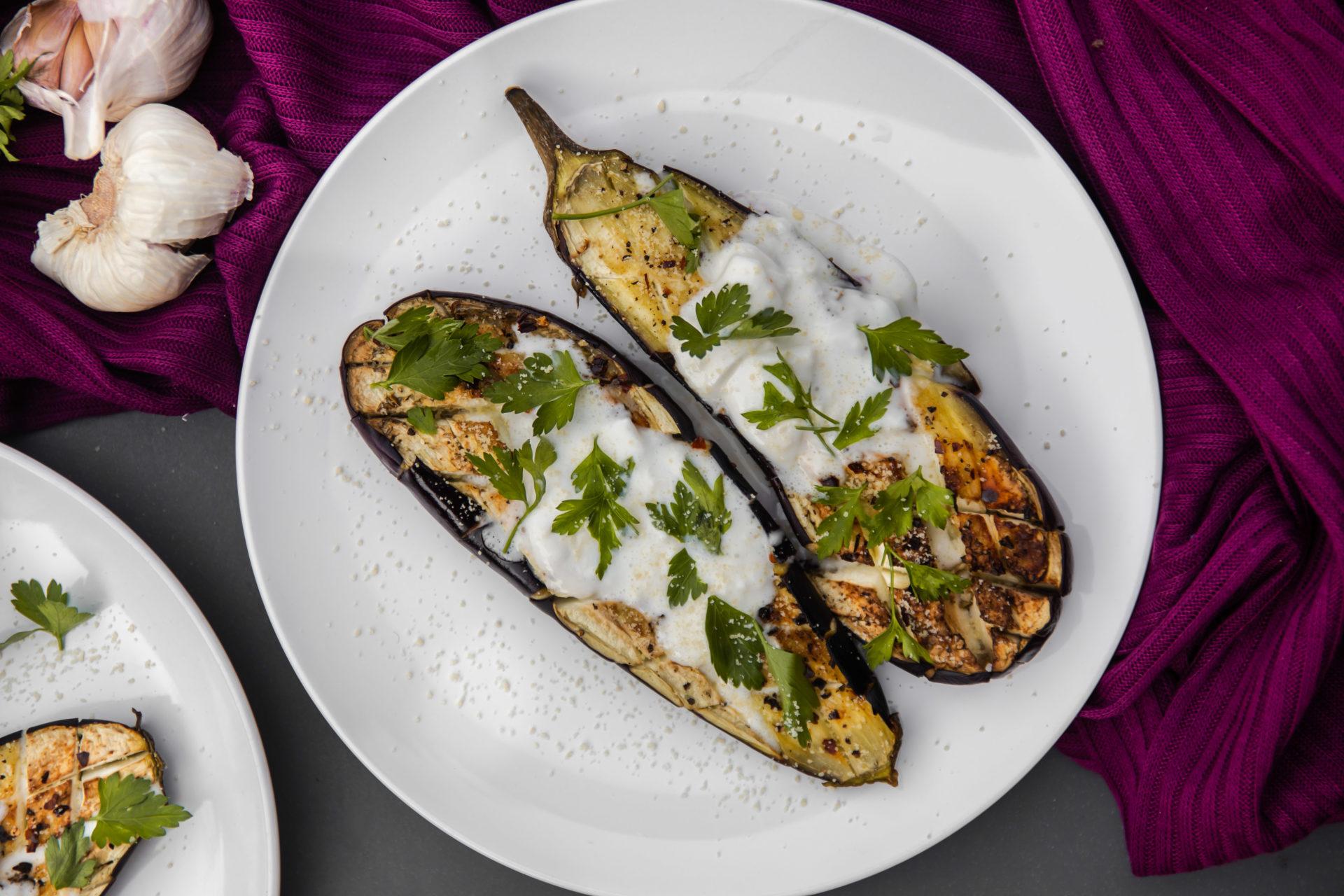Aubergine uit de oven met burrata en verse peterselie