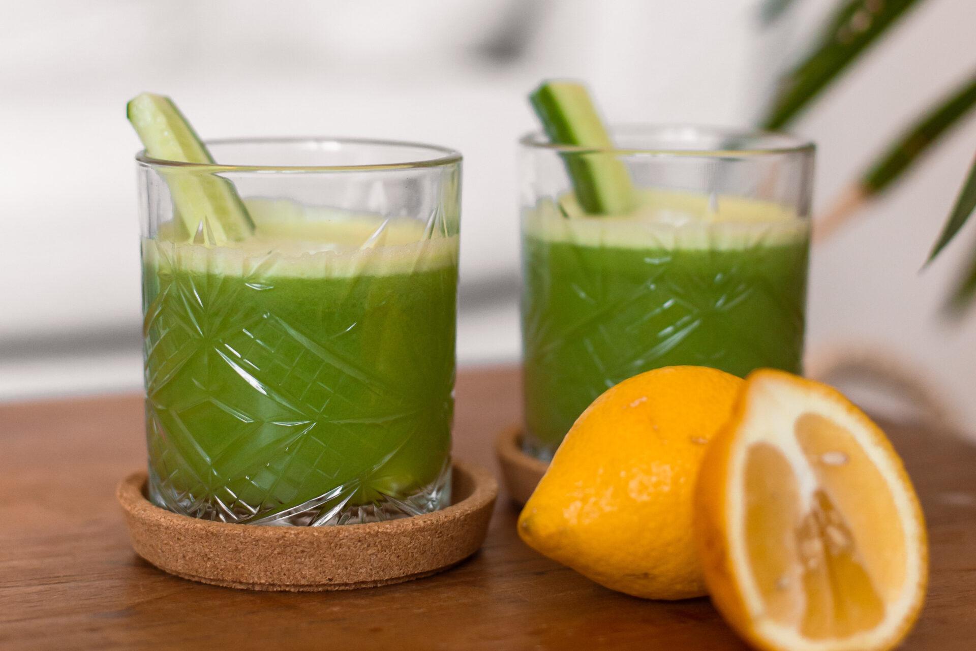 Groen sapje met komkommer, groene appel en bleekselderij-3
