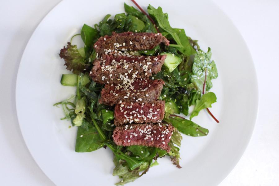 Recept: zeewiersalade met biefstuk