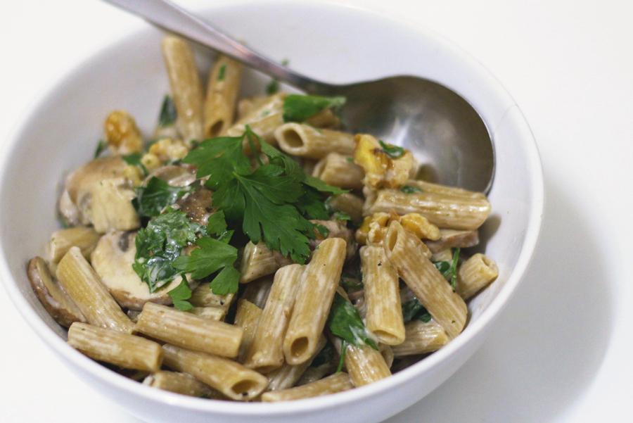 Recept: volkoren penne met kastanjechampignons en walnoten