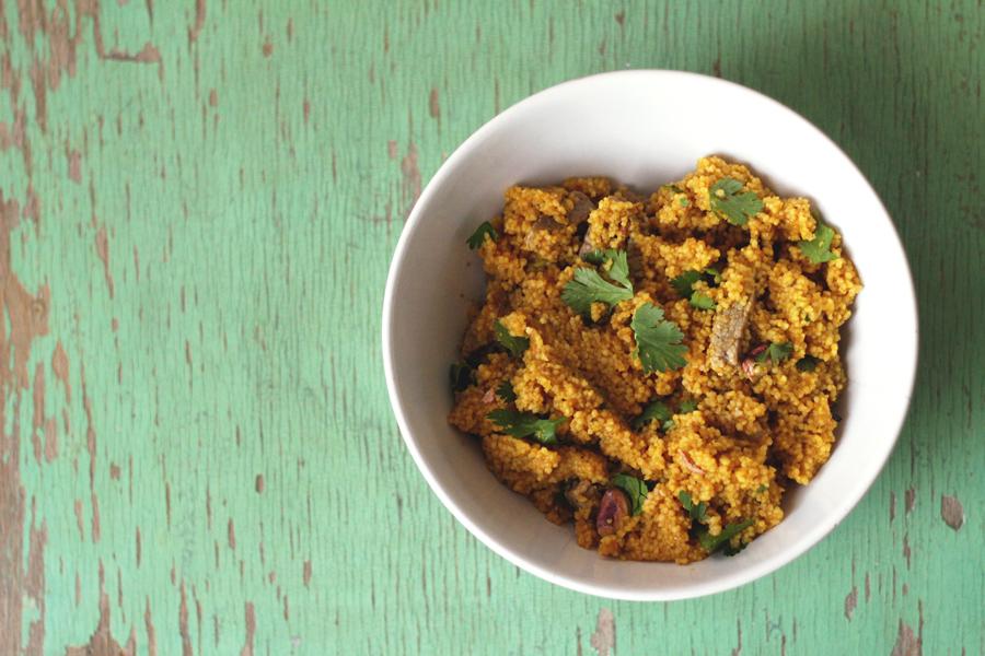 Recept: couscous met rosbiefreepjes, pistachenoten en koriander