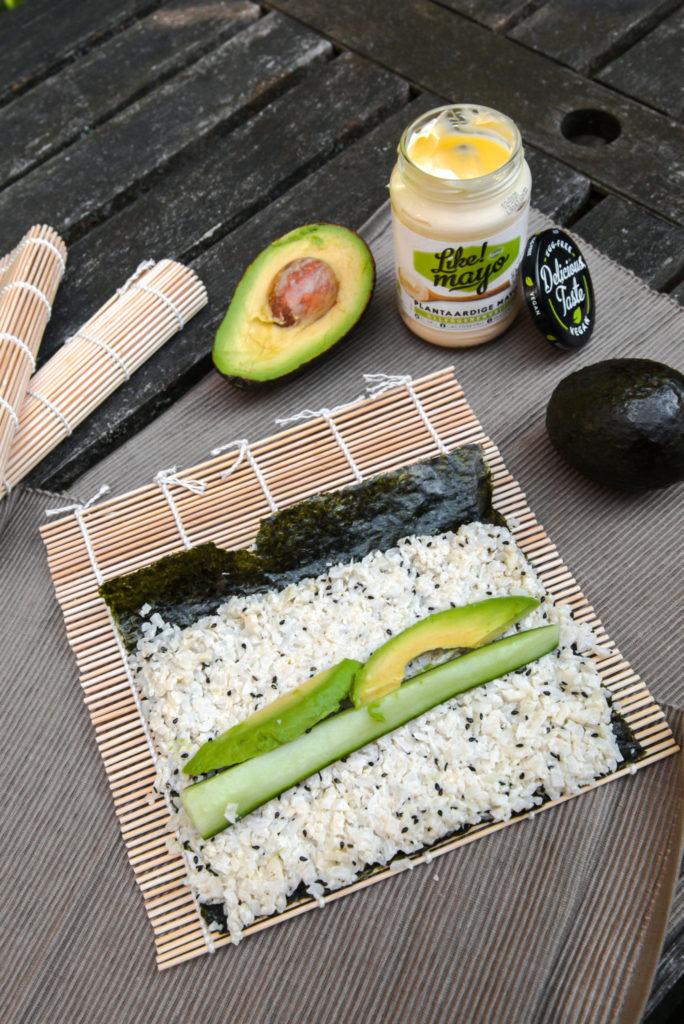 Sushi met bloemkoolrijst in plaats van sushirijst