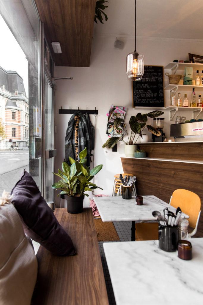 Interieur van koffietent en foodbar Camion achter de 'leien' in Antwerpen