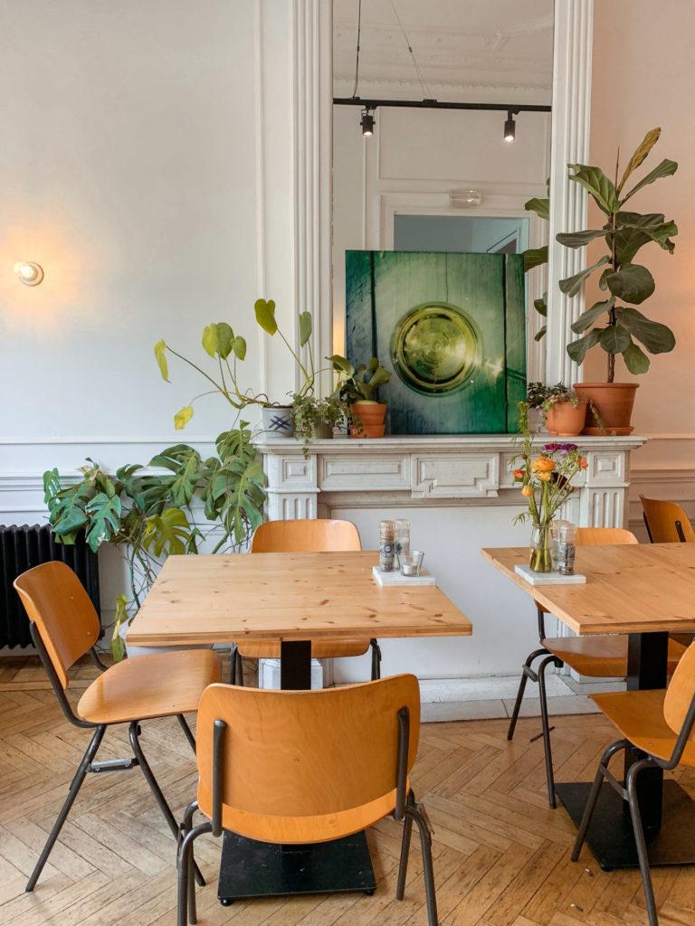 Het sfeervolle interieur van foodbar Barchel in Antwerpen