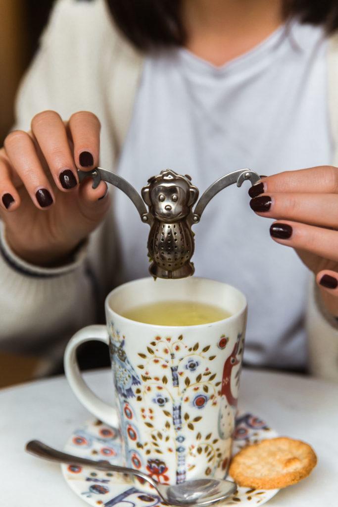 Grote mok thee bij Plant B in Antwerpen