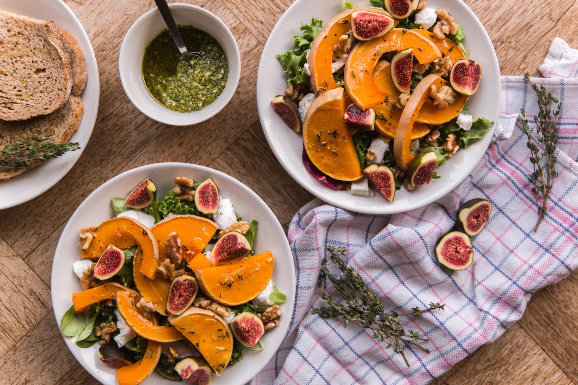 Recept: vijgensalade met geroosterde pompoen, buffelmozzarella en walnoten