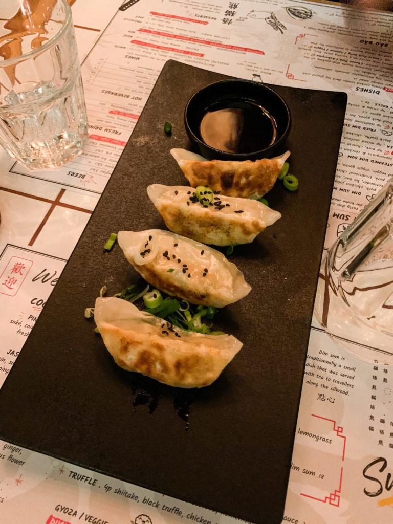 Geniet van gefrituurde en gestoomde dim sum bij dit Aziatische restaurant in Antwerpen