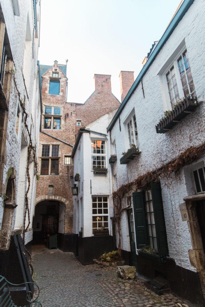 Vlaaikensgang in het historisch centrum van Antwerpen