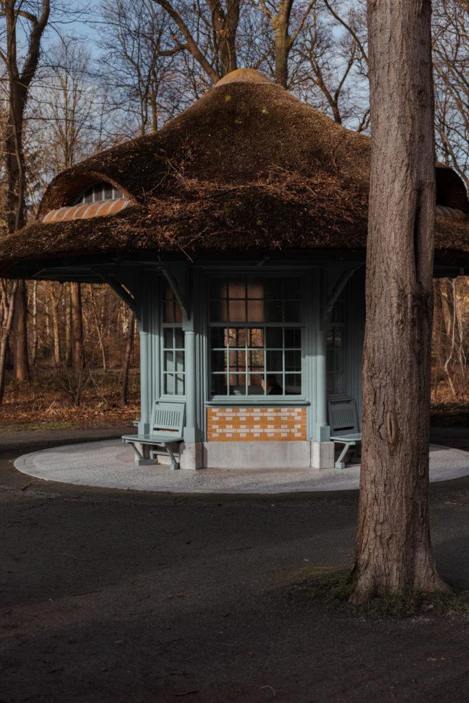 Huisje met Efteling vibe bij Middelheimmuseum