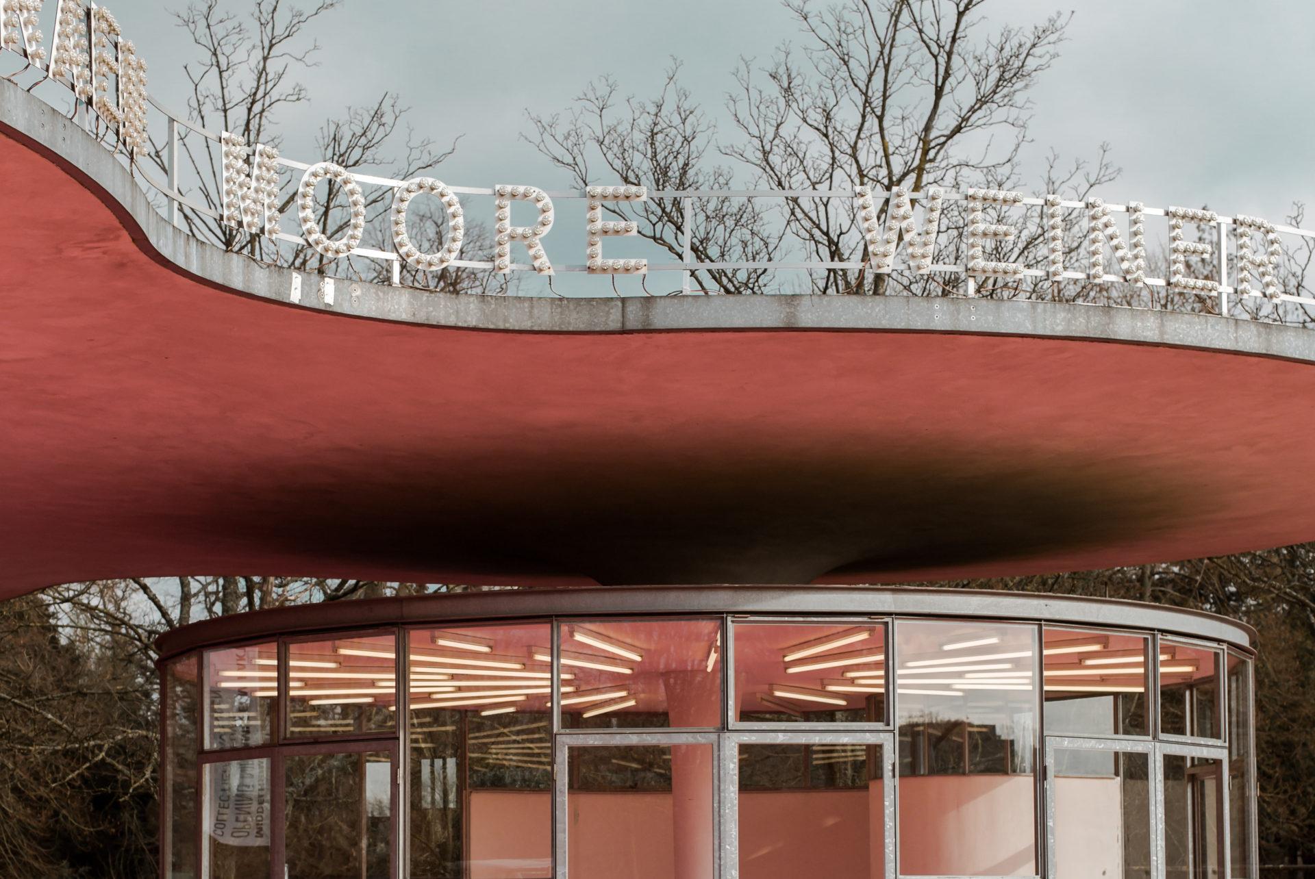 Roze artiesteningang bij Middelheimmuseum