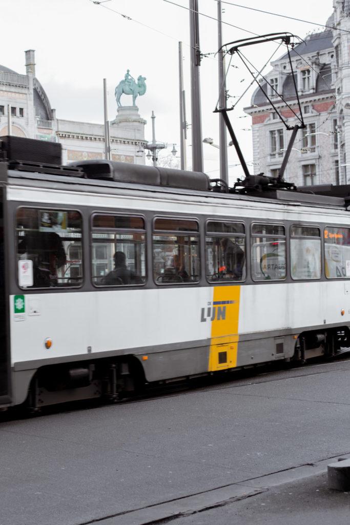 Vervoer naar en in Antwerpen - De Lijn