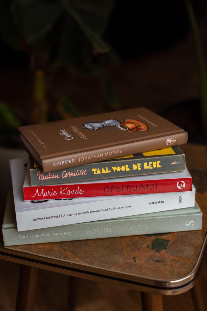 Leuke dingen om thuis te doen: boek lezen
