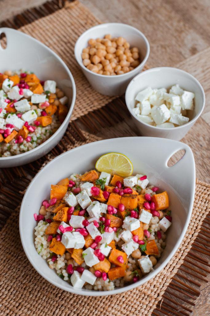 Parelcouscous recept met granaatappel, feta en zoete aardappel