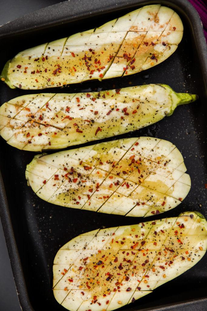 Gegrilde aubergine met burrata en verse peterslie