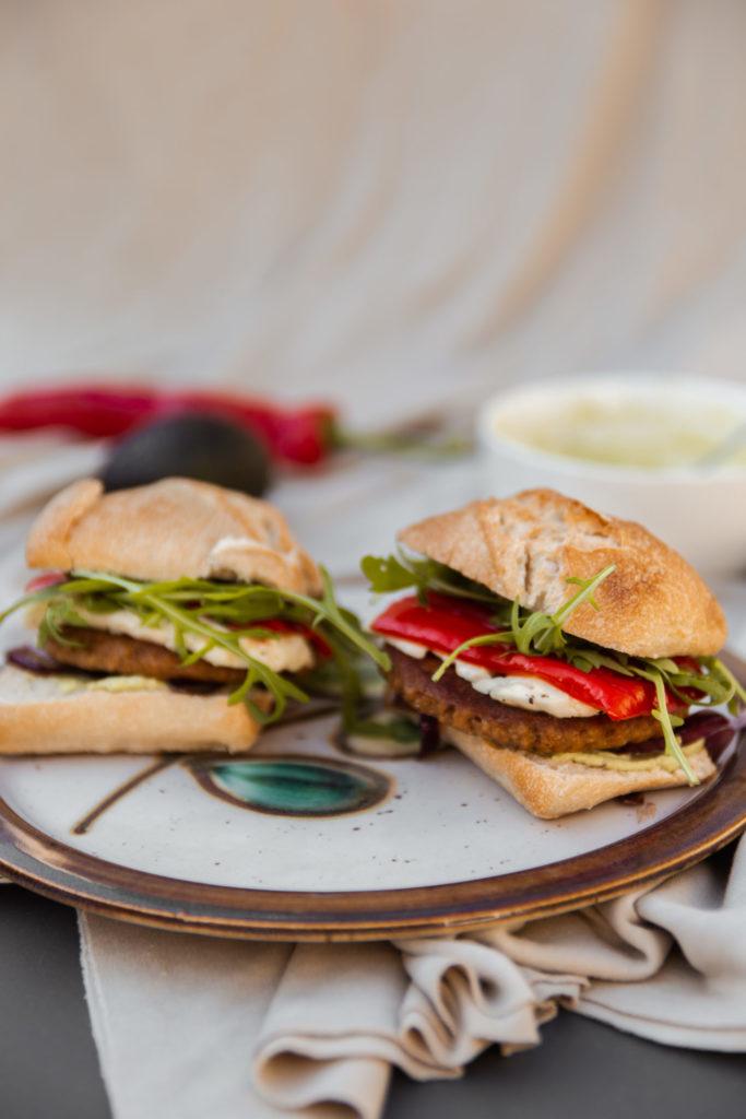 Vega hamburgers met halloumi en zoete puntpaprika