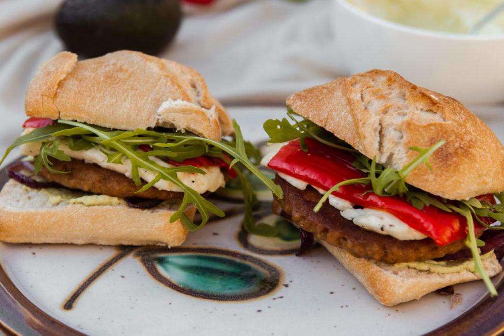 Vegetarische BBQ: burgers met halloumi