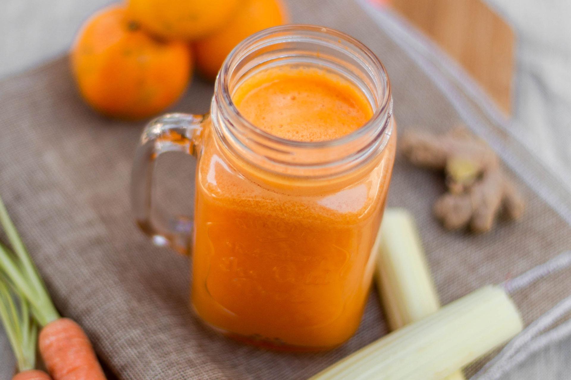 Wortelsap met mandarijn, bleekselderij en limoen