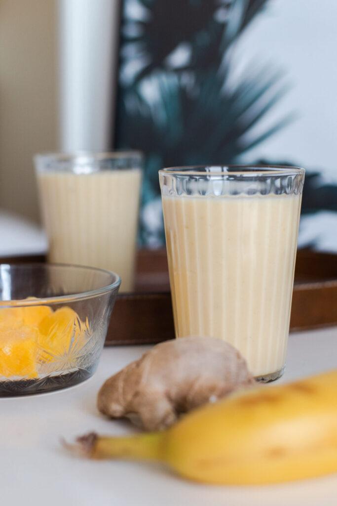 Mango smoothie met banaan, gember en citroen recept