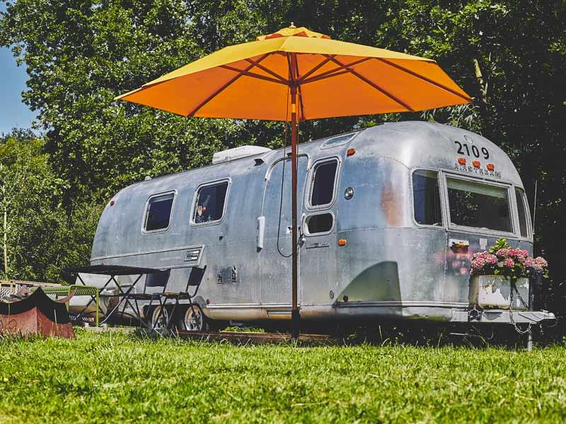 Duurzaam vakantiehuisjes: Airstream caravan van Het Bos Roept
