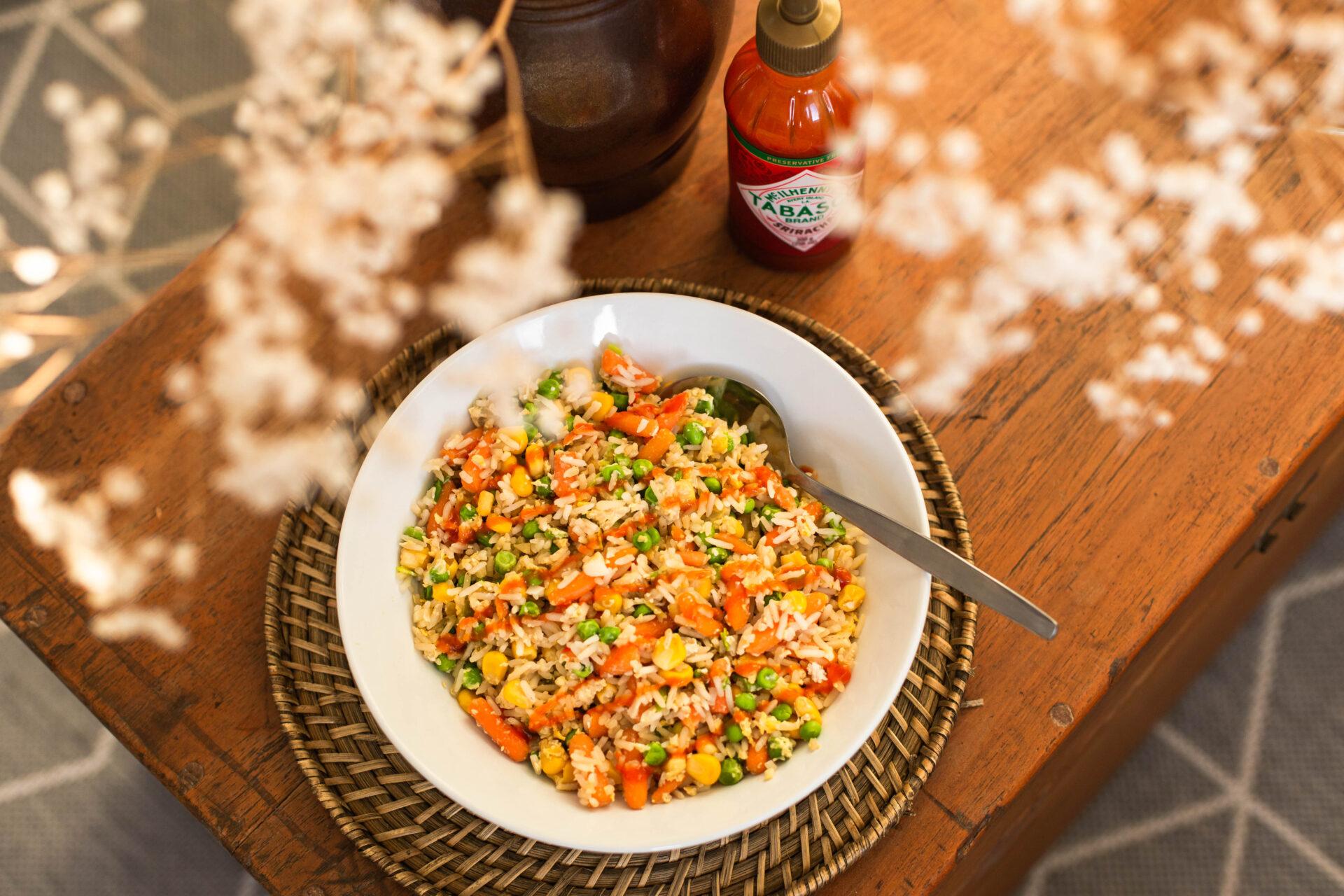 Snelle fried rice met bevroren groenten en ei