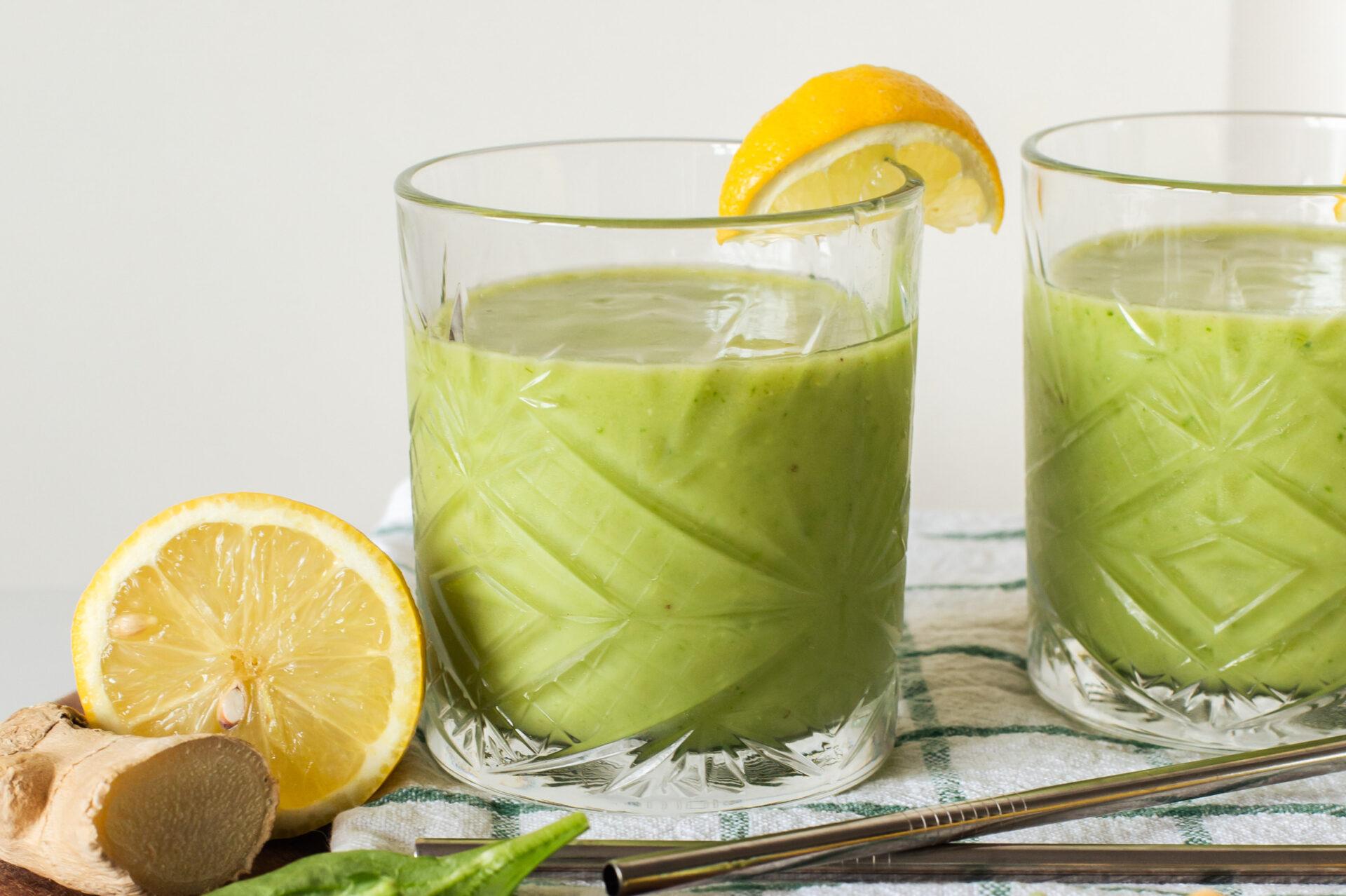 Avocado smoothie met spinazie en banaan