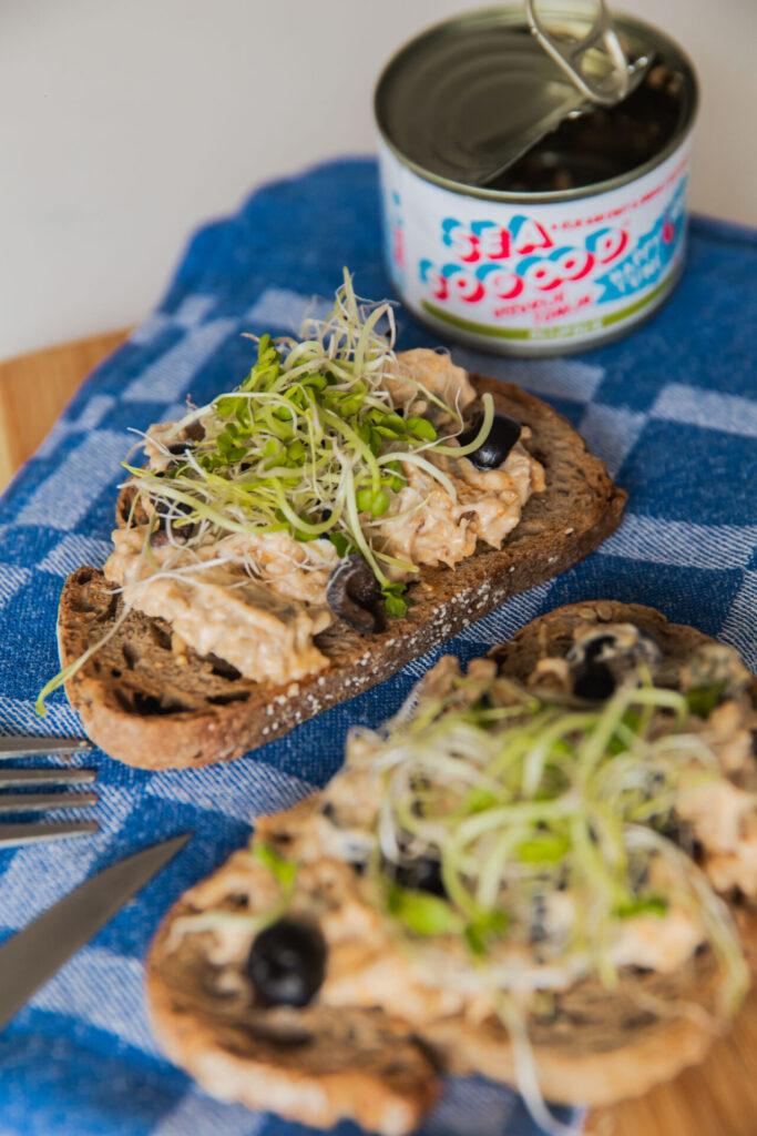 Vegan tonijnsaladeop toast
