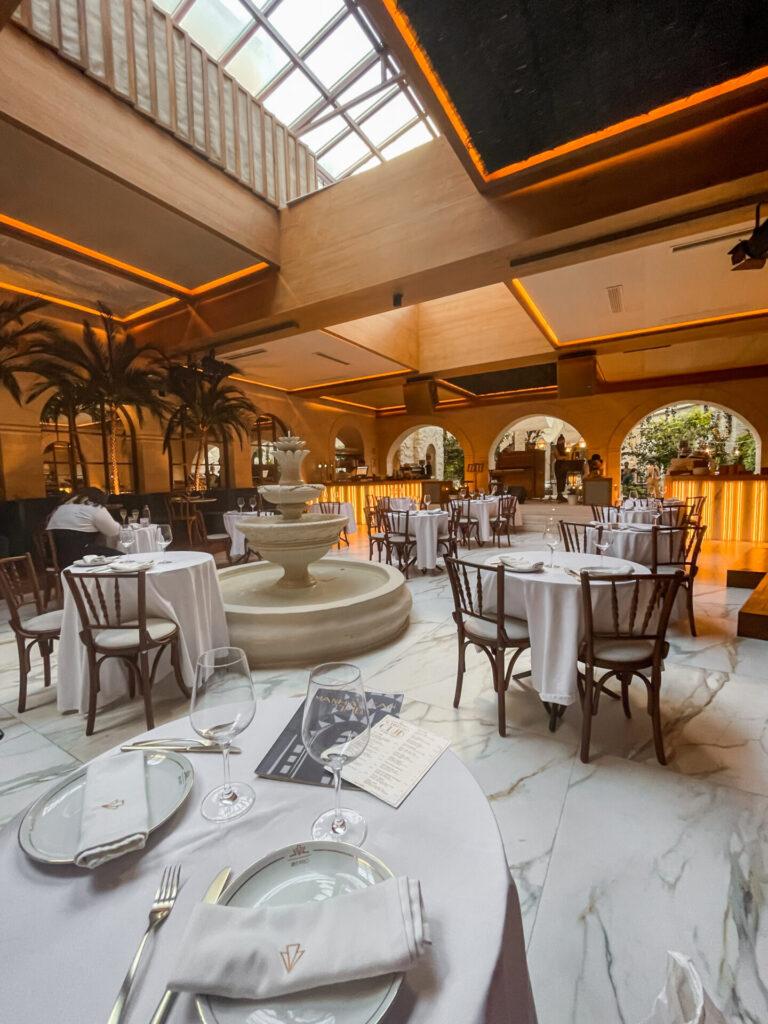 Het restaurant in Art Nouveau stijl